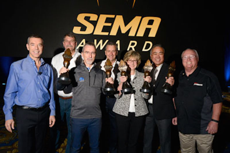 Pietro Gorlier (center left), head of parts and service for MOPAR FCA-Global, and Judy Curran (center right), Ford director of engineering, planning and strategy, accept their SEMA Awards from SEMA's executive leadership.